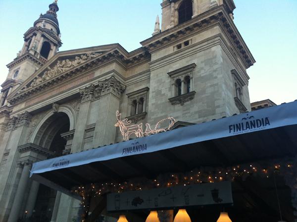 Finlandia stand a Bazilika előtt
