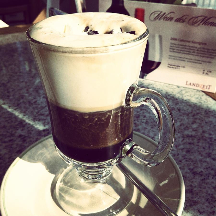 Landzeit: egy pohár Cappucino